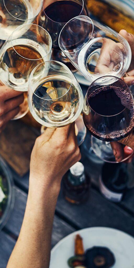 Ein Glas Wein mit Kollegen – Stossen Sie bei uns an!