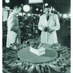 Die fertigen Schuhe werden kontrolliert